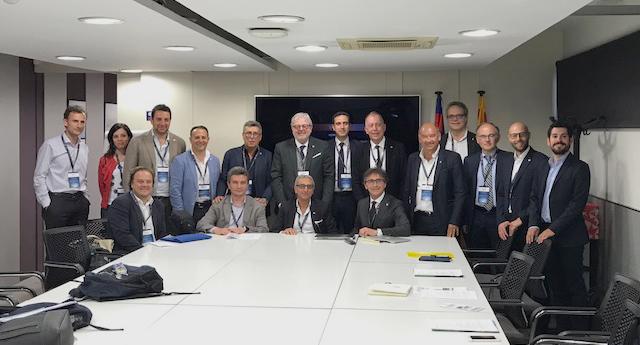 Un gruppo di medici della LAMICA , capitanati dal Presidente E. Castellacci in riunione con i colleghi spagnoli della AEMEF (Asociacion Espanola de Medicos de Equipos de Futbol) ospiti del Barcelona F.C. in occasione del XXVI Congresso Isokinetic .