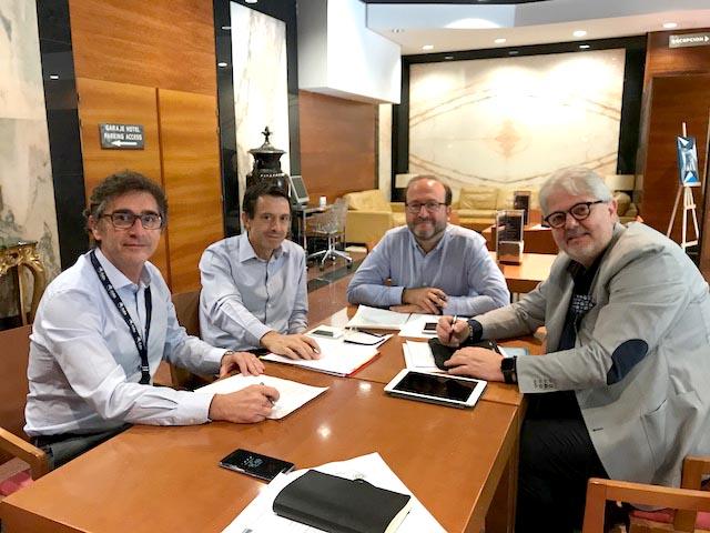 F. Tencone  e P. Tamburrino in una riunione ristretta con il Presidente dell'AEMEF Dr. Paco Angulo e il Presidente del XXI Congresso AEMEF  Dr. Rafa Ramos